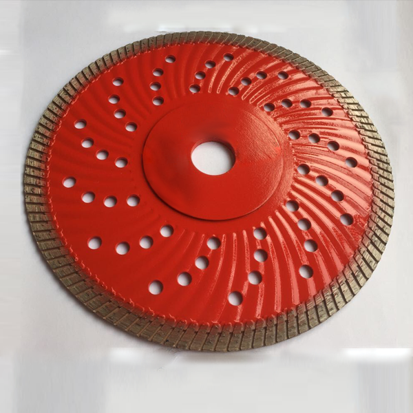 Hot-pressed turbo saw blade with cooling hole
